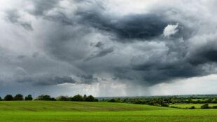 Prognoza pogody na dziś: wiele deszczowych i burzowych regionów