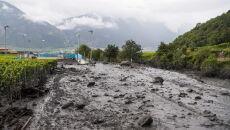 Lawiny błotne w Szwajcarii (PAP/EPA/JEAN-CHRISTOPHE BOTT)