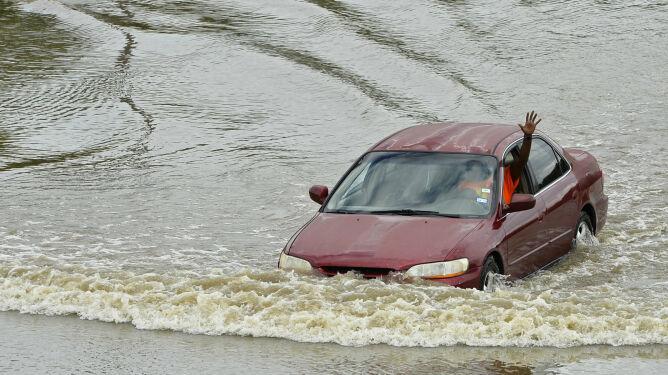 Teksas: 31 osób zginęło w powodzi. W wodzie roi się od jadowitych węży