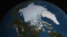 Arktycznego lodu ubywa, ale wolniej. Za to Antarktyda idzie na rekord