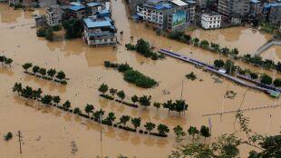 Dziesiątki milionów ludzi poszkodowanych w wyniku powodzi w Chinach